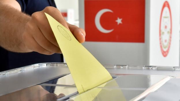 Die Urnen sind geöffnet: Türkinnen und Türken in der Schweiz können ab heute ihre Stimme zur Verfassungsreform in ihrem Heimatland abgeben.