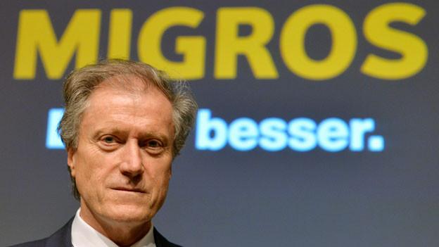 Herbert Bolliger, CEO Migros, an der Bilanzmedienkonferenz in Zürich, am Mittwoch, 13. April 2016. Die Migros hat im letzten Jahr unter dem Einkaufstourismus und der Frankenstärke gelitten. Der orange Riese hat zwar gleich hohe Einnahmen erzielt wie im Vorjahr. Die Marge und damit der Gewinn sind jedoch gesunken.