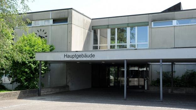 Eingang Schulanlage Therwil.