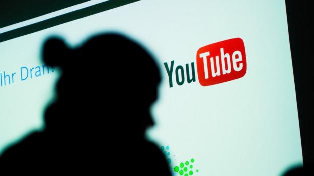 Anstössige Videos löschen in den Sozialen Medien: Das Bundesamt für Polizei arbeitet eng mit Youtube zusammen.