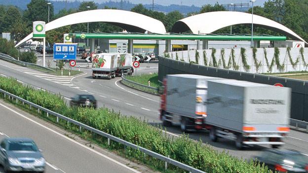 Autobahnraststätte in der Schweiz.