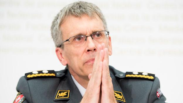 Claude Meier, Chef Armeestab, Vorsitzender der Expertengruppe, spricht über den Bericht der Expertengruppe «Neues Kampfflugzeug» und den Bericht der Begleitgruppe, am 30. Mai 2017 im Medienzentrum Bundeshaus in Bern.