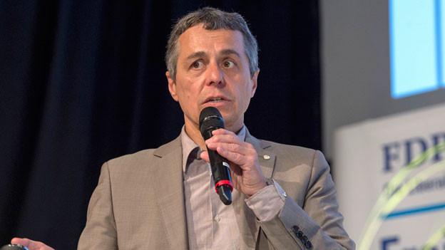 FDP-Fraktionspräsident Ignazio Cassis spricht an der Delegiertenversammlung der FDP Schweiz zu den Delegierten, am Samstag, 24. Juni 2017, in Grenchen.