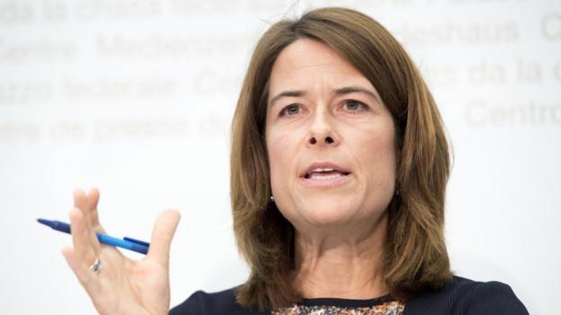 Das Bild zeigt FDP-Präsidentin Petra Gössi im Medienzentrum des Bundeshauses.