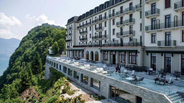 Neun Jahre wurde auf dem Bürgenstock geplant und gebaut: In einem Monat öffnen nun das Bürgenstock- und das Palace-Hotel ihre Tore - ein 5- und ein 4-Stern-Haus mit vorerst 10 Restaurants, Museen, Kinos, Event- und Sport-Anlagen.