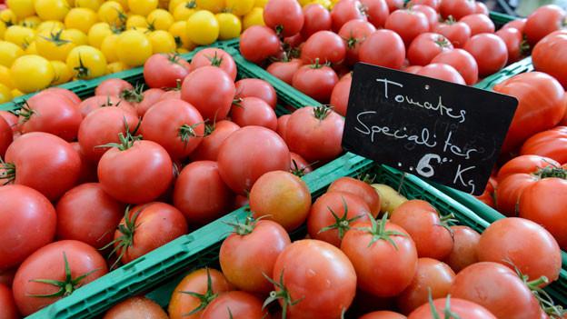 Wenn Tomaten in Süditalien an der Sonne reifen und danach mit dem Lastwagen in die Schweiz kommen, ist ihre Ökobilanz besser, als wenn Tomaten in Schweizer Gewächshäusern reifen.