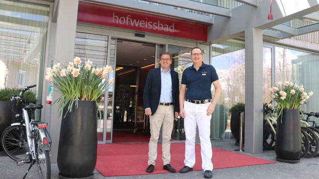 Der Hof Weissbad bzw. Direktor Christian Lienhard (links) mit Chefarzt John Keel.