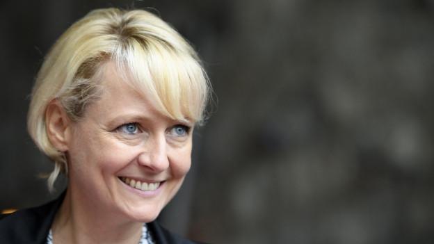 Die Waadtländer FDP-Nationalrätin Isabelle Moret lächelt in die Kamera. Ihre Kantonalpartei hat sie als Kandidatin für die Nachfolge von Bundesrat Burkhalter nominiert. Die FDP-Frauen unterstützen ihre Kandidatur.