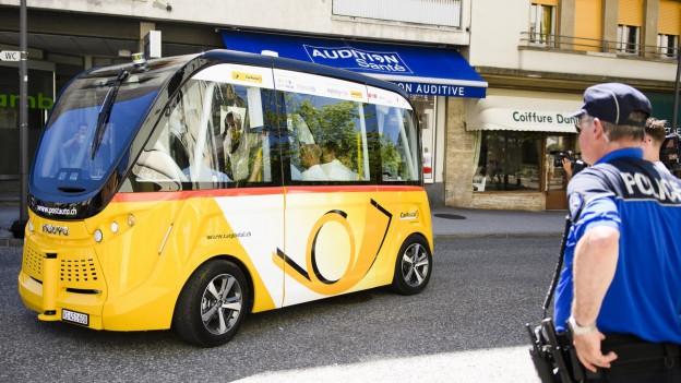 Auf dem Bild zu sehen ist ein selbstfahrendes Postauto
