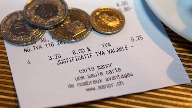 800 Millionen flossen bislang in die Invalidenversicherung. Die Rentenreform hätte das Geld umgeleitet in die AHV. Jetzt - mit dem Nein zur Rentenreform - fällt der Zuschlag ganz weg - die Mehrwertsteuer sinkt.