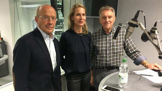 Zu sehen sind von links nach rechts Hans Geiger, Katja Gentinetta und Ruedi Aeschbacher