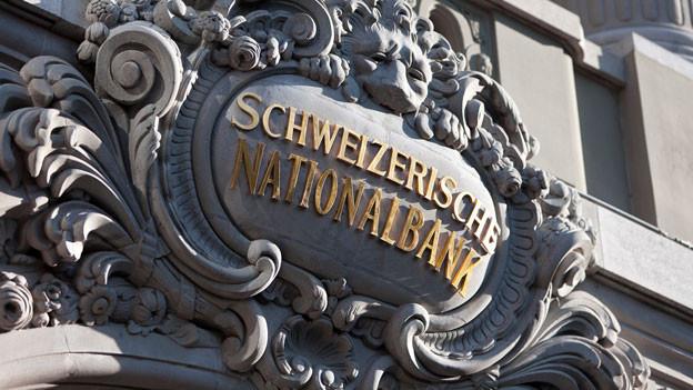 Die Nationalbank ist eine Aktiengesellschaft und gehört zu gut 50 Prozent den Kantonen, einigen Kantonalbanken und Gemeinden. Die andere Hälfte ist in privaten Händen. Rund 2200 Privatpersonen sind an der Nationalbank beteiligt.