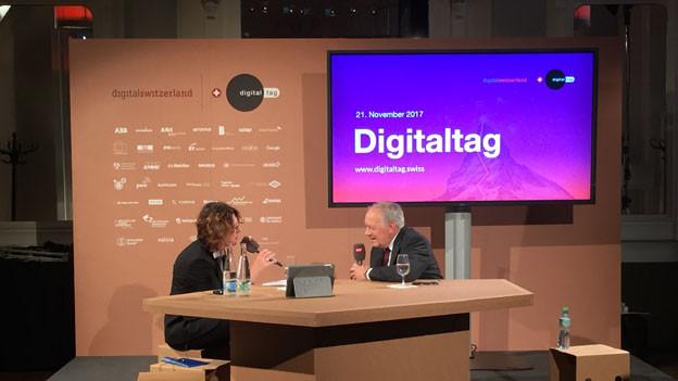 Bundesrat Johann Schneider-Ammann im Gespräch mit Susanne Brunner, SRF-Moderatorin «Tagesgespräch».