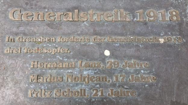 Die Gedenktafel in Grenchen mit den Namen der Erschossenen darauf.
