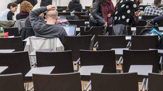 Ein Hörsaal an einer Uni in Zürich