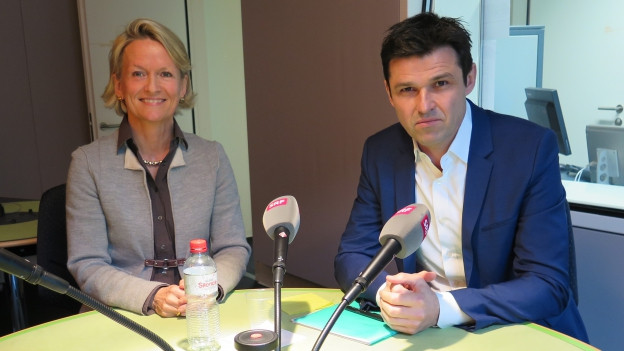 Das Bild zeigt CVP-Nationalrätin Andrea Gmür und SP-Nationalrat Matthias Aebischer im SRF-Studio zum neuen Gentest-Gesetz, das am Montag im Nationalrat diskutiert wird.