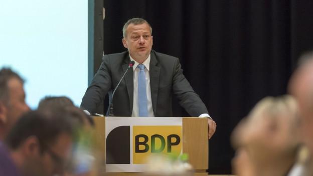 BDP-Präsident Martin Landolt hinter dem Rednerpult