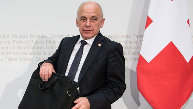 Bundesrat Ueli Maurer spricht an einer Medienkonferenz über die Volksinitiative «für krisensicheres Geld: Geldschöpfung allein durch die Nationalbank», Vollgeld-Initiative, am Dienstag, 17. April 2018, in Bern.