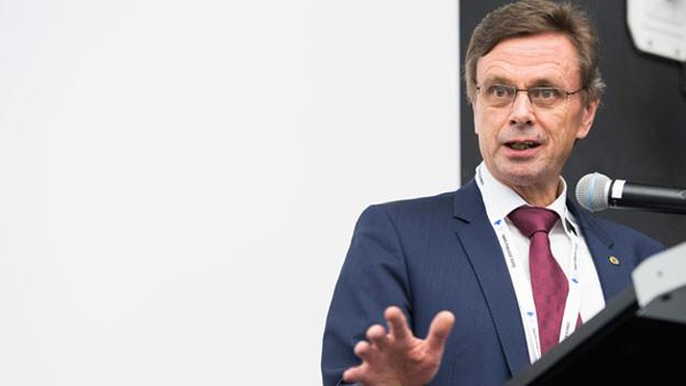 Es gebe durchaus vereinzelte Bestimmungen in der Strafprozessordnung aus dem Jahr 2011, die revidiert werden müssten. Doch was der Bundesrat hier plane, gehe eindeutig zu weit, erklärt Hans-Jürg Käser gegenüber Radio SRF.