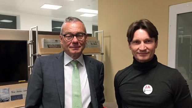 Der Zürcher FDP-Ständerat Ruedi Noser (li) und der Ökonom Martin Alder diskutieren über die «Vollgeldinitiative».