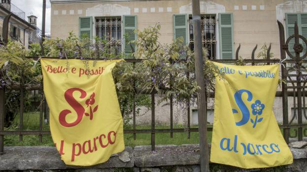 Zwei Ja-Plakate für den Park - aber es gibt auch Neinstimmen