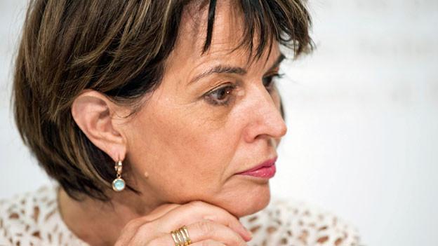 Die Bundesrätin Doris Leuthard nimmt Stellung zu der Postauto-Affäre.
