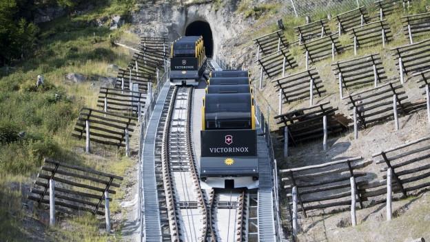 Profitieren vom Hitzesommer: Die Schweizer Bergbahnen (im Bild: Stoosbahn am 25.7.18).