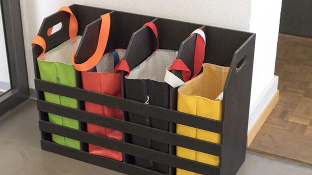 In einem Pilotversuch soll das erste «Farbsack-Trennsystem» der Schweiz in der Stadt Bern während einem Jahr getestet werden.