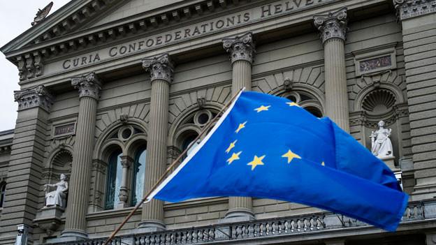 Die EU-Fahne vor dem Bundeshaus.