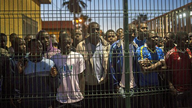 Flüchtlinge im Zentrum für Immigranten in der spanischen Enklave Melilla in Marokko.