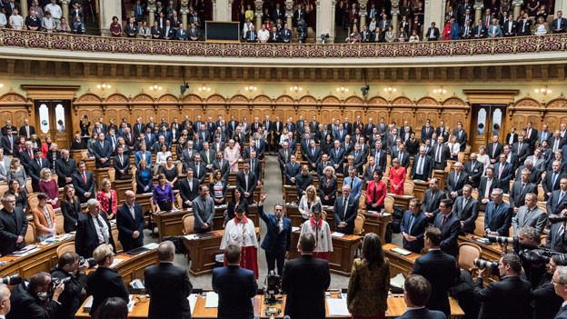 Bundesrat Ignazio Cassis (Mitte) legt als 117. Mitglied des Bundesrates den Eid vor der Vereinigten Bundesversammlung ab am 20. September 2017 im Nationalratssaal in Bern.