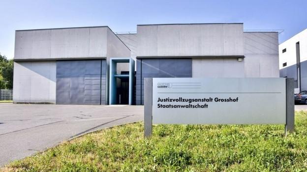Das Gefängnis Grosshof in Luzern von aussen.