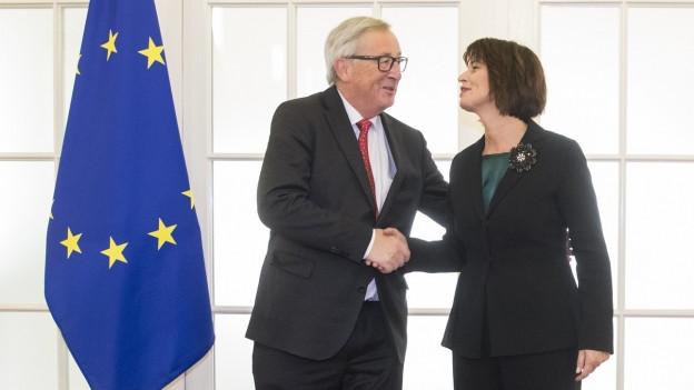 Das Bild zeigt EU-Kommissionspräsident Jean-Claude Juncker bei einem Treffen in Bern im November 2017 mit der damaligen Bundespräsidentin Doris Leuthard.