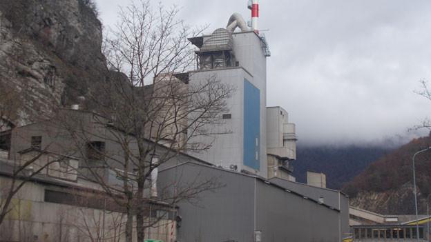 Zementwerk bei Pery im Kanton Jura.