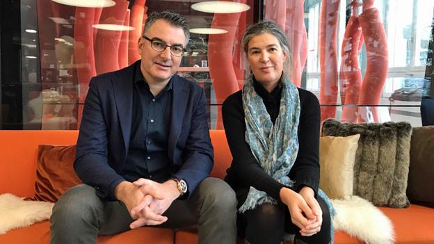 Die Projektleiterin Serien beim Schweizer Fernsehen, Bettina Alber, und der Filmkritiker der «NZZ am Sonntag», Christian Jungen.