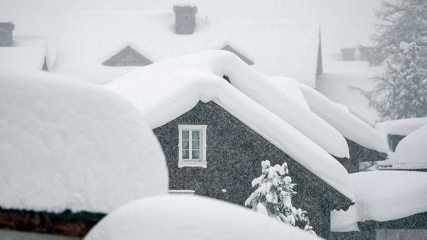 Das eingeschneite Dorfzentrum von Andermatt am 13. Januar 2019.