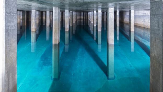 Blick in das Innere eines Wasser-Reservoirs in der Region Zürich (2015).