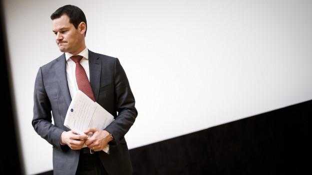 Der Genfer Staatsrat Pierre Maudet vor einer schrägen Wand während einer Generalversammlung der FDP Genf am 15. Januar 2019.