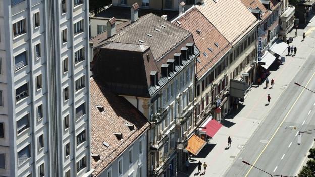 Auf dem Bild ist ein Strassenzug in la Chaux-de-Fonds zu sehen