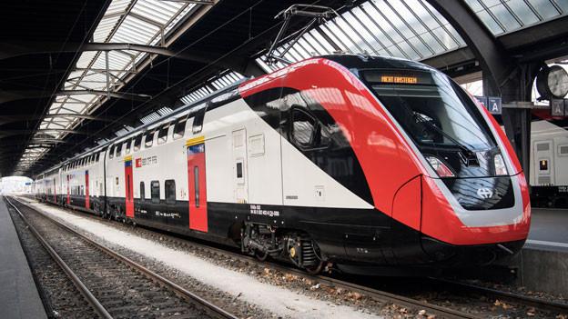 Der neue Fernverkehr-Doppelstockzug der SBB «FV-Dosto» steht im Hauptbahnhof in Zürich.