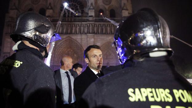 Macron verspricht den Wiederaufbau.