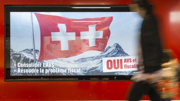 Das Bild zeigt ein Plakat der Befürworter der Steuer-AHV-Vorlage.