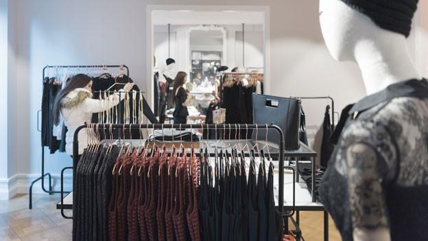 Ein umfangreicher Preisvergleich der Stiftung für Konsumentenschutz aus dem Jahr 2014 zeigte, in der Schweiz sind Kleider im Durchschnitt rund 30 Prozent teurer als in den umliegenden Ländern. Symbolbild.