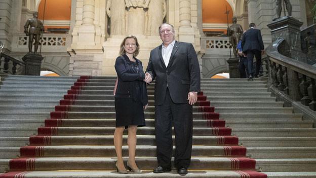 US-Aussenminister Mike Pompeo (rechts) und Christa Markwalder, Mitglied des Schweizer Nationalrats, während des Besuchs von Pompeo in der Schweiz im Bundeshaus in Bern am 1. Juni 2019.