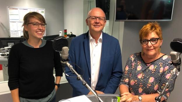 Zu sehen ist die Freitagsrunde von links nach rechts mit Isabel Pfaff, Hugo Schittenhelm und Cécile Bühlmann.