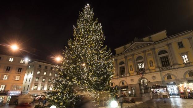 Der Weihnachtsbaum in Lugano sorgt für Polemik.