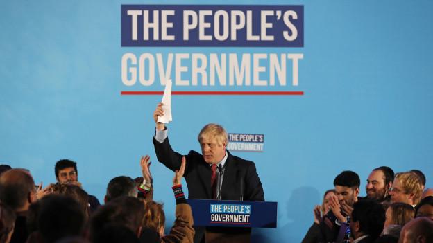 Auf dem Bild ist Wahlsieger Boris Johnson zu sehen.
