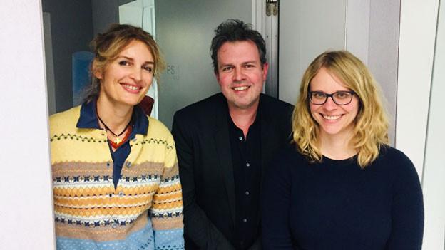 Ivana Pribakovic, Marc Lehmann, Barbara Peter (von links) moderieren das «Tagesgespräch» von Radio SRF.