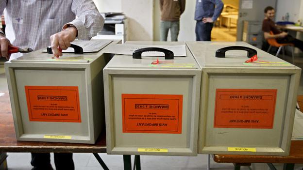 In den Räumen des Abstimmungs- und Wahlbüros fand eine Durchsuchung statt.