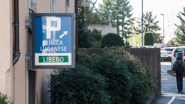 Auf dem Bild ist der Eingang des Spitals in Lugano zu sehen.